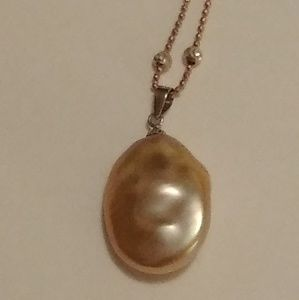 Jewelry - Golden pink baroque pearl necklace.